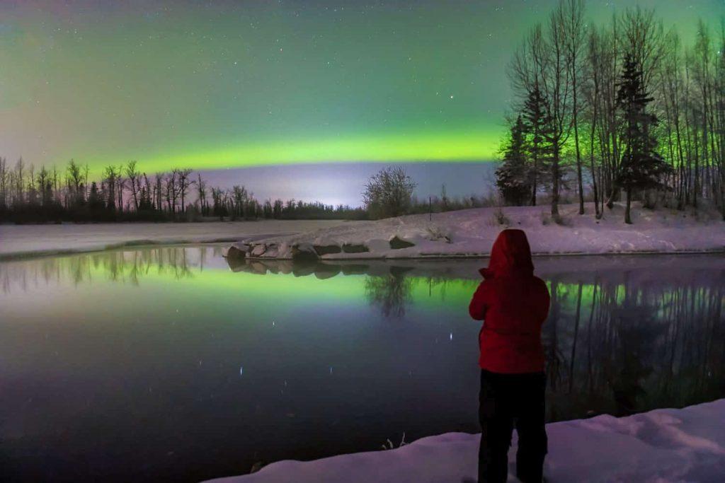 Splurge-Worthy Alaskan Experiences - Alaska Northern Lights Trip Hero